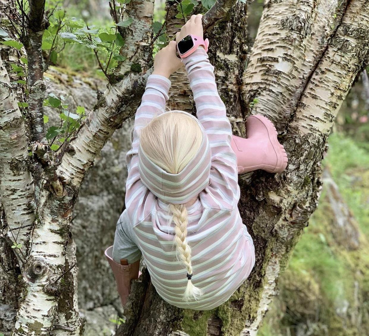 barn-som-klatrer-med-xplora