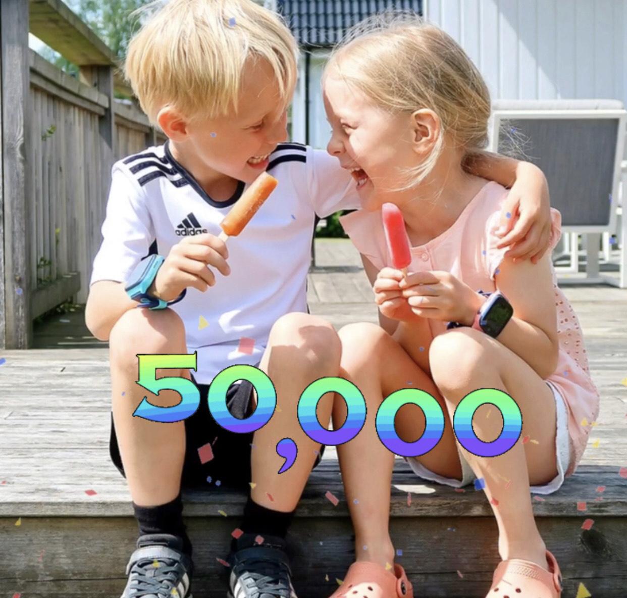 50000-solgte-xplora-og-barn-som-spiser-is