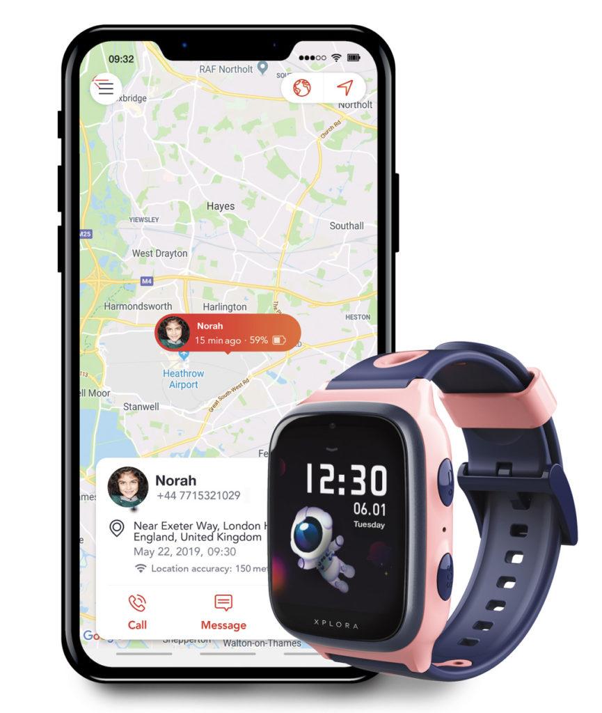 En telefon med google maps ved siden av en rosa XPLORA telefonklokke.